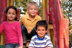 Bambini in campo da giuoco Fotografie Stock Libere da Diritti
