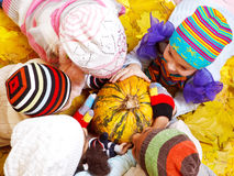 Bambini in cappelli Fotografia Stock Libera da Diritti