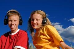Bambini che ascoltano la musica Fotografia Stock