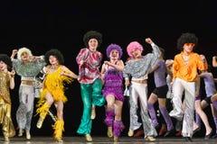 Bambini che ballano in scena Immagini Stock Libere da Diritti
