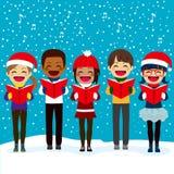 Bambini che cantano i canti natalizii al Natale Fotografie Stock Libere da Diritti