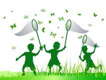Bambini che catturano farfalla Fotografia Stock