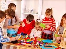 Bambini che dipingono alla scuola di arte Fotografia Stock Libera da Diritti