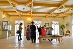 Bambini che dipingono classe al palazzo del priore in Gatcina Fotografie Stock