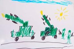 Bambini che disegnano le macchine ed i soldati di guerra Immagini Stock Libere da Diritti