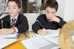 Bambini che fanno compito a casa Fotografia Stock