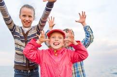 Bambini che giocano all'esterno Fotografia Stock Libera da Diritti