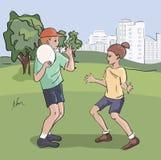 Bambini che giocano frisbee al parco Immagini Stock Libere da Diritti