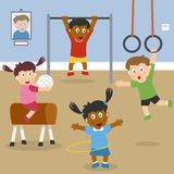 Bambini che giocano in ginnastica del banco Immagine Stock Libera da Diritti