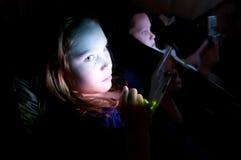 Bambini che giocano i video giochi fotografia stock libera da diritti