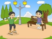 Bambini che giocano il pattino di rullo al fumetto del parco Fotografia Stock Libera da Diritti