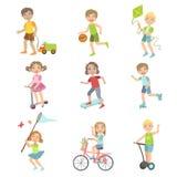 Bambini che giocano l'insieme dell'esterno royalty illustrazione gratis