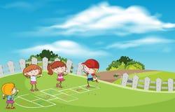 Bambini che giocano luppolo scozzese al campo da giuoco illustrazione vettoriale