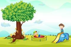 Bambini che giocano in natura Fotografie Stock