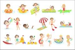 Bambini che giocano nell'insieme dell'acqua royalty illustrazione gratis