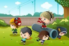 Bambini che giocano nella sosta Immagine Stock