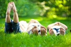 Bambini che hanno picnic Fotografia Stock