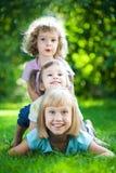 Bambini che hanno picnic fotografie stock libere da diritti