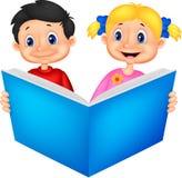 Bambini che leggono un libro stock vettoriali ed illustrazioni