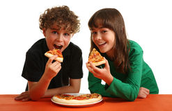 Bambini che mangiano pizza Fotografia Stock Libera da Diritti