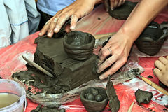 Bambini che modellano argilla 2 Fotografia Stock