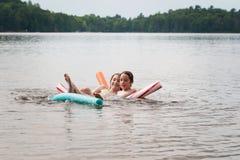 Bambini che nuotano Fotografia Stock Libera da Diritti