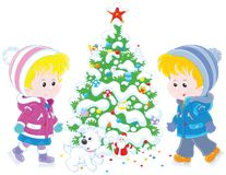 Bambini che pattinano intorno ad un albero di Natale Fotografia Stock
