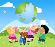 Bambini che sostengono la terra Fotografia Stock Libera da Diritti