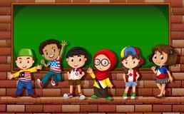 Bambini che stanno davanti al bordo royalty illustrazione gratis