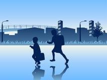 Bambini che vanno al banco Fotografie Stock Libere da Diritti