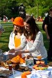 Bambini che vendono al servizio - Koninginnedag 2011 Immagini Stock