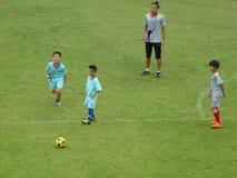Bambini cinesi nell'addestramento del calcio Immagine Stock Libera da Diritti