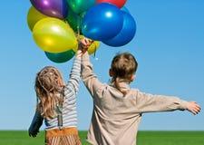 Bambini con gli aerostati Immagini Stock