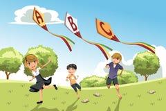 Bambini con i cervi volanti di alfabeto Fotografie Stock