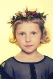 Bambini con i fiori della porcellana Fotografia Stock