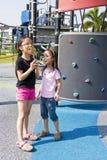 Bambini con il Lollipop al campo da giuoco Fotografia Stock Libera da Diritti