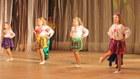 Bambini con le inabilità che ballano in scena Fotografie Stock