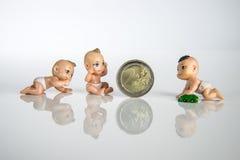 Bambini con soldi Fotografie Stock Libere da Diritti