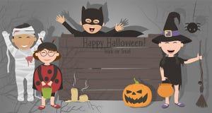 Bambini in costumi che celebrano Halloween Immagini Stock