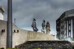 Bambini da Fatima, un piccolo monumento architettonico su una delle rotonde in Fatima, immagini stock libere da diritti