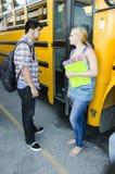 Bambini della scuola che hanno una discussione dopo la scuola Immagini Stock