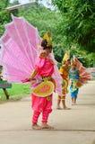 Bambini dello Shan loro ballo di kinnari di manifestazione per il viaggiatore Fotografie Stock Libere da Diritti