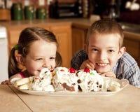 bambini desiderosi crema del ghiaccio Fotografia Stock Libera da Diritti