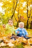 Bambini di autunno immagine stock