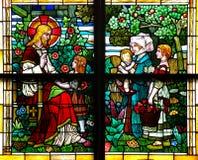 Bambini di benedizione di Jesus Christ (finestra di vetro macchiato) fotografia stock