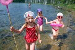 Bambini di divertimento sulla spiaggia Fotografie Stock