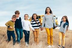 Bambini di modo nel campo di autunno Fotografia Stock