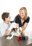 Bambini di scienza che hanno divertimento Fotografia Stock