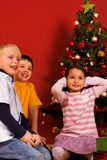 Bambini di Smilling nel tempo di natale Immagine Stock Libera da Diritti