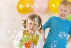 Bambini e bolle Fotografie Stock